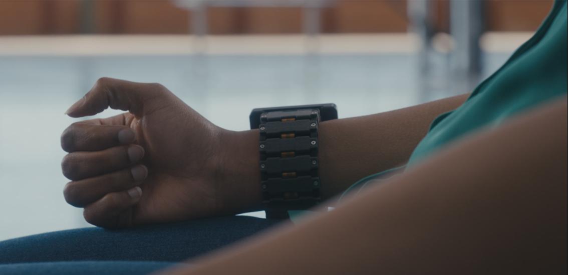 ¡Sin mover un dedo! Así funcionará el brazalete con IA para controlar dispositivos digitales